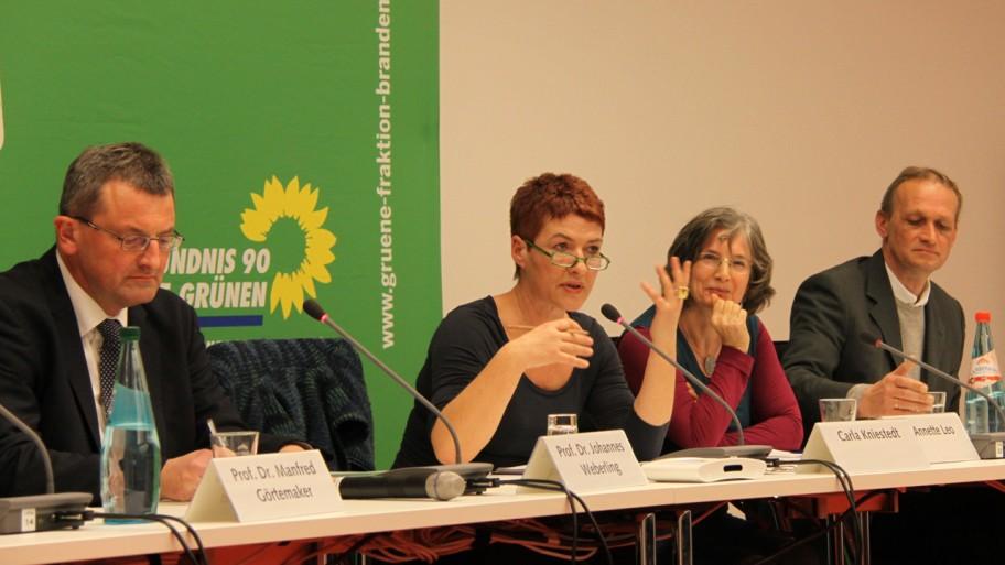 Prof. Dr. Johannes Weberling, Carla Kniestedt, Dr. Annette Leo und Prof. Dr. Helmut Müller-Enbergs (v.l.n.r.) © Fraktion