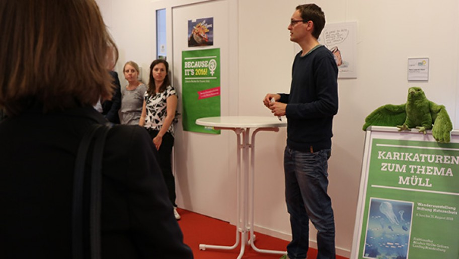 Ausstellungseröffnung der Karikaturenausstellung zu Coffee to go, Plastiktüten & Co.