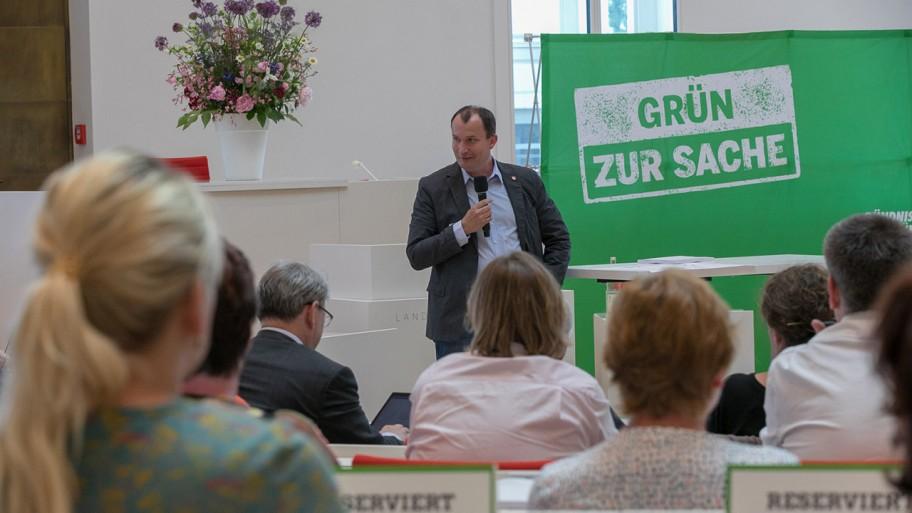 Jens Graf redet beim Empfang © ideengruen.de/Markus Pichlmaier