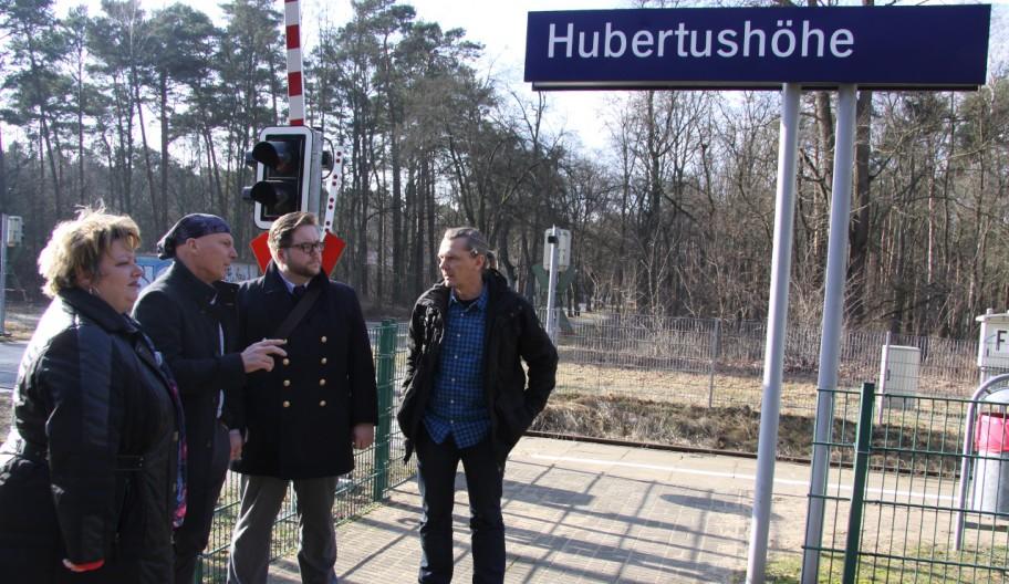 Auf Bahnhofstour unterwegs – Halt in Hubertushöhe © Sebastian Koeppen