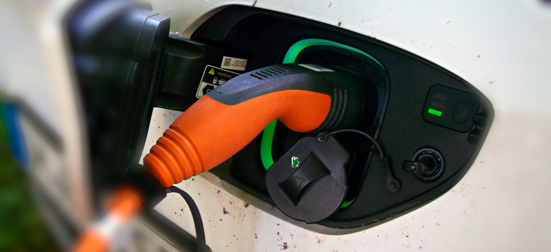 Ein Elektroauto wird aufgeladen in Templin, Landkreis Uckermark