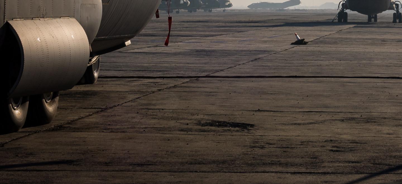 Flugzeuge auf dem Flughafen in Kabul